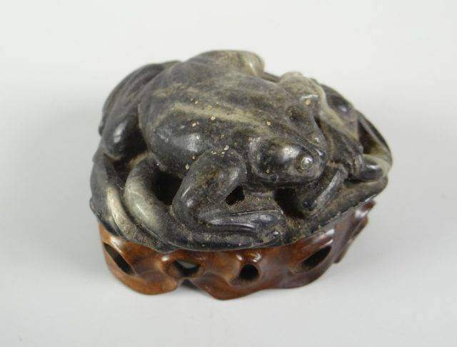 Jade carved frog