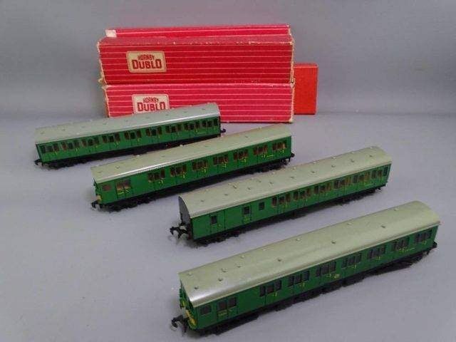 Early Hornby Dublo Carriages
