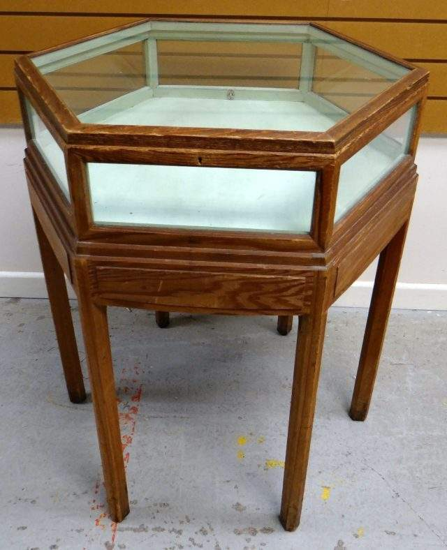 Brynmawr Specimen table