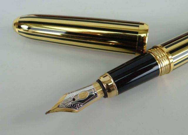 Cartier fountain pen sold 1100
